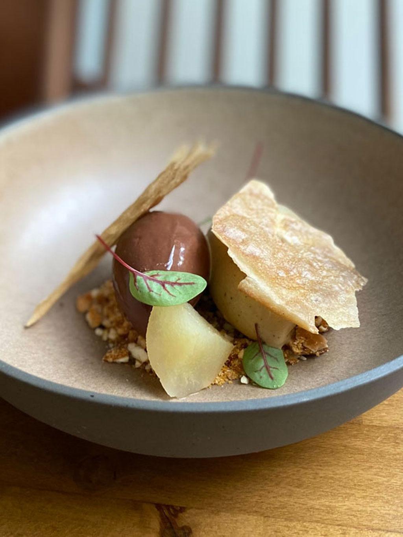 pera-com-chocolate-arkhe-restaurante-vegetariano